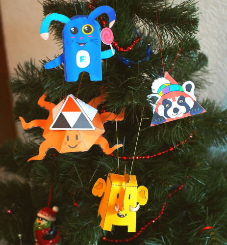photo of a Christmas tree wearing Fedi papertoys